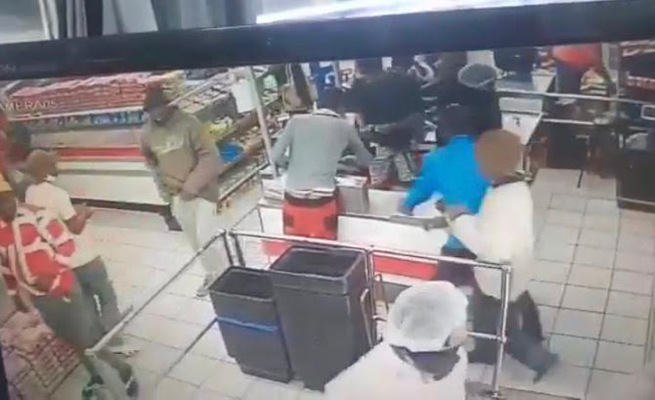 Chaos as mob empties tills and loots butchery – We are hungry (VIDEO)